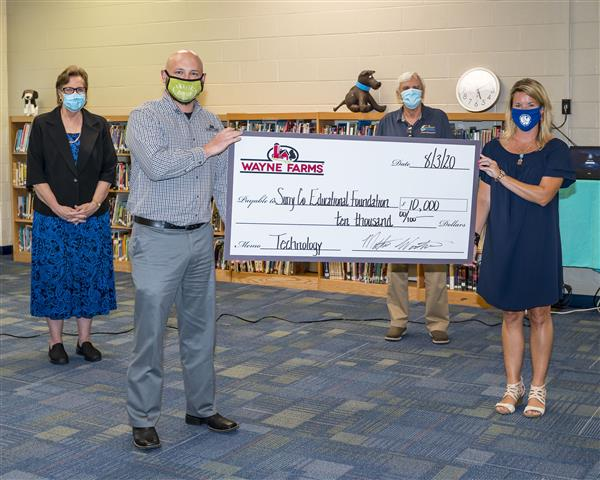 Wayne Farms donates $10,000 for student technology